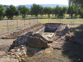 Remains of a lavenderia, for washing and bathing. Photo by TDRSS.